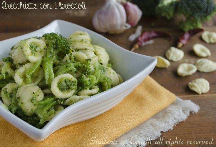 Orecchiette con i broccoli http://blog.giallozafferano.it/studentiaifornelli/orecchiette-con-i-broccoli-ricetta-genuina/