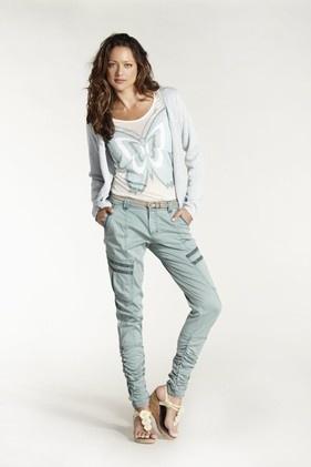 Toppar,tröjor och byxor