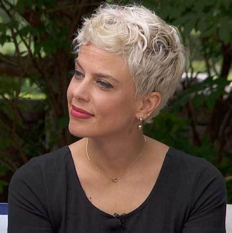 Ideas of Short Hairstyles for Women Over 50
