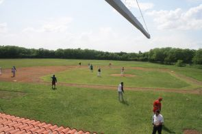 El equipo de béisbol del Tecnológico de Motul, realizó un partido de preparación entre la selección y los alumnos de  que llevan a la práctica este deporte, como parte de sus actividades extraescolares.