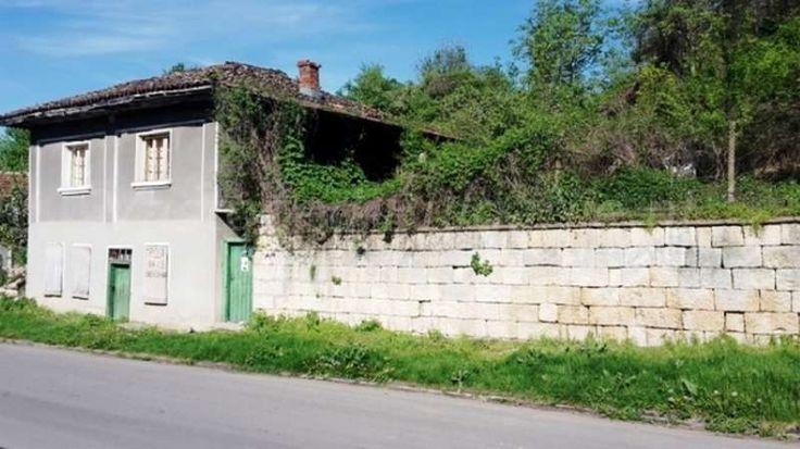 Tweedewoning (100m2) met 3 slaapkamers in Karan Varbovka  Te koop: te renoveren huis met 3 slaapkamers in het dorp Karan Varbovka. Deze woning bevindt zich op een rustige locatie in het centrale noorden van Bulgarije. Het dorp noemt Karan Varbovka en staat bekend omwille van de zuivere lucht en het helende bronwater. De landschappen zijn er...