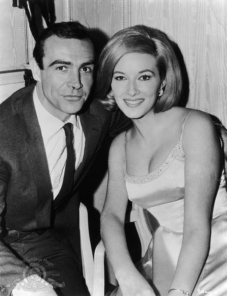 Sean Connery is James Bond and Daniela Bianchi as Tatiana Romanova in FROM RUSSIA WITH LOVE (1963).
