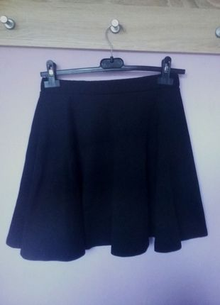 Kup mój przedmiot na #vintedpl http://www.vinted.pl/damska-odziez/spodnice/14006272-czarna-spodniczka-rozkloszowana-na-gumce-38-40-m-l
