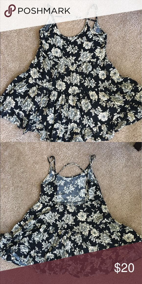 Summer dress Black and cream summer dress! Absolutely love this style of dress. Perfect with sandals or booties! Dress it up for an evening outfit with leggings, a cardigan and booties! Brandy Melville Dresses Backless