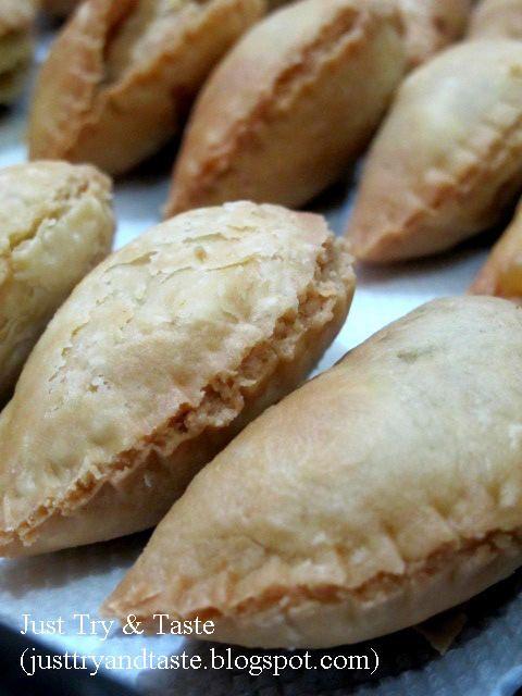 Just Try & Taste: Renyahnya si Pastel Pastry Bumbu Kari