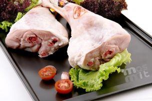 Pierna de Cordero Lechal. Una pieza estupenda para asar, con un peso de unos 550 gr por pierna. Calidad en Carne Online.