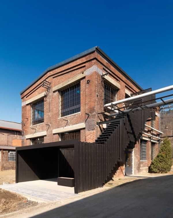Citlivá rekonštrukcia vdýchla nový život schátranej budove uhoľného mlyna v areáli bývalej skrutkárne. #ASB #industrial #design