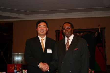 Malawi President Bingu Mutharika (R) shakes hands with the representative of Chinese President Hu Jintao and assistant foreign minister Zhai Jun in Lilongwe, capital of Malawi, Jan. 26, 2008. The Chinese embassy to Malawi was inaugurated in Lilongwe Saturday.