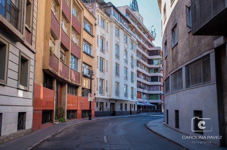 Entre círculos y cruces, pasajes del Barrio Lastarria llegan al GAM.  #Lastarria #Santiago