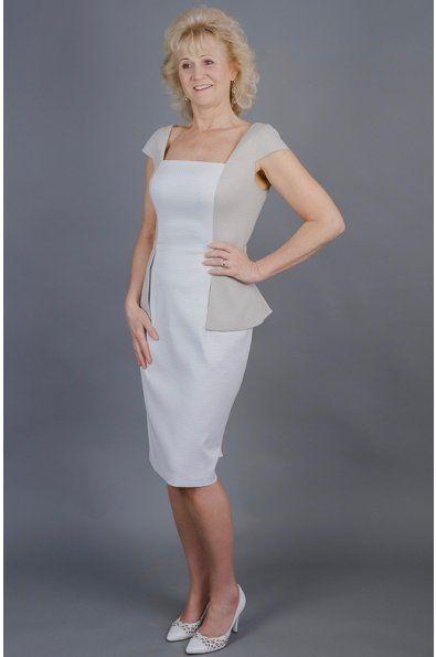 Pouzdové šaty s kabátkem šaty mají rafinovaný střih se všitým kabátkem rovný výstřih a kratší rukávek  poudrová sukně s rozparkem možná úprava střihu a ušití na míru