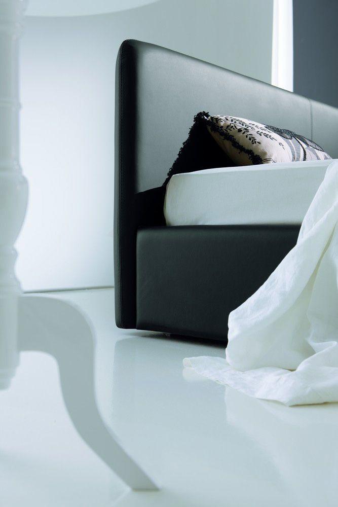 Dettaglio testata letto moderno in pelle modello Alto Tino Mariani.