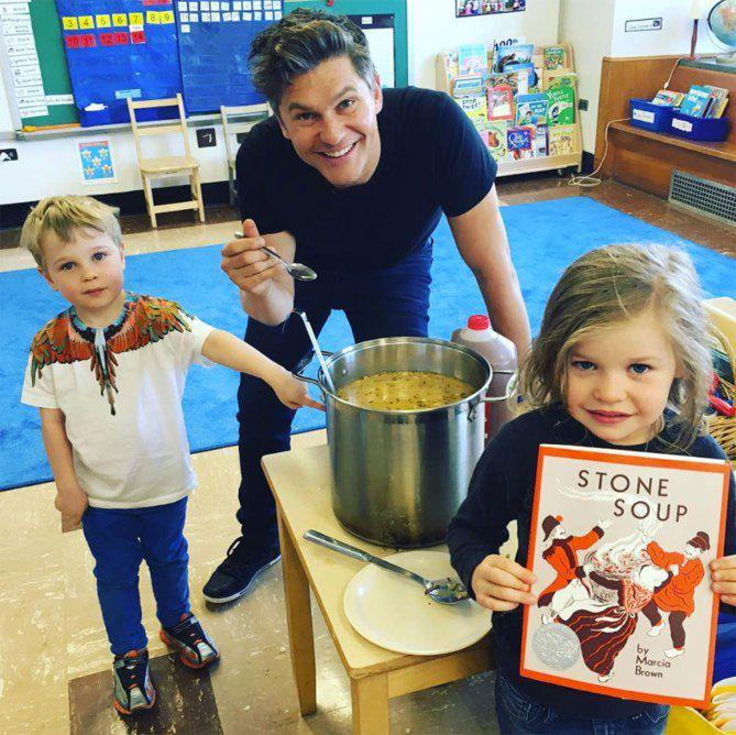 DAVID BURTKA cooking with his twins Gideon and Harper - Διάσημοι μπαμπάδες μαγειρεύουν παρέα με τα παιδιά τους | Table Art - Art de la Table