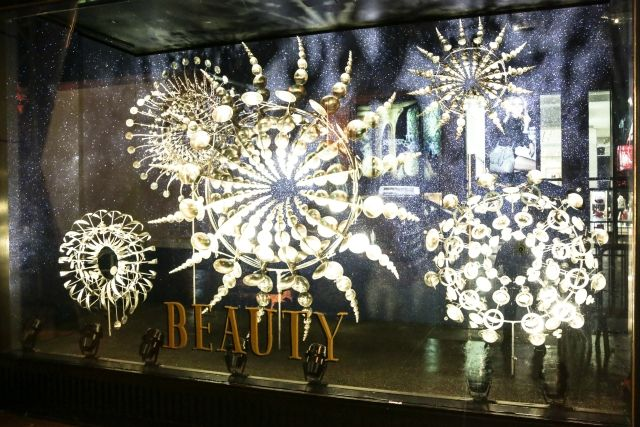 All performance elements featured in the windows were directed in collaboration with Luhrmann, Martin, Barneys New York, and Andrew Katz.