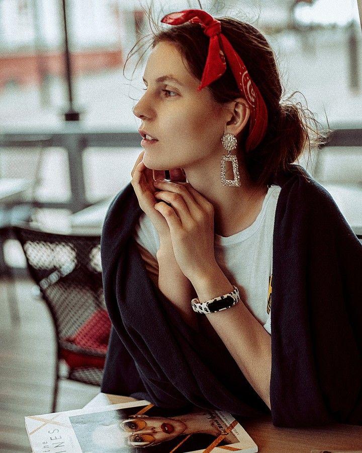 Девушка модель ушей работа работа в москве девушкам от 17 лет
