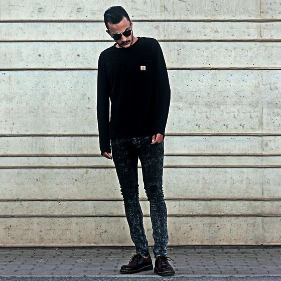 Get this look: http://lb.nu/look/8718433  More looks by Mohamed Samaras: http://lb.nu/medsamaras  Items in this look:  Carhartt Sweatshirt, Ray Ban Clubmaster, Dr. Martens Shoes, River Island Denim   #grunge #street #vintage #carharttwip #drmartens #clubmaster #rayban #streetstyle #minimal