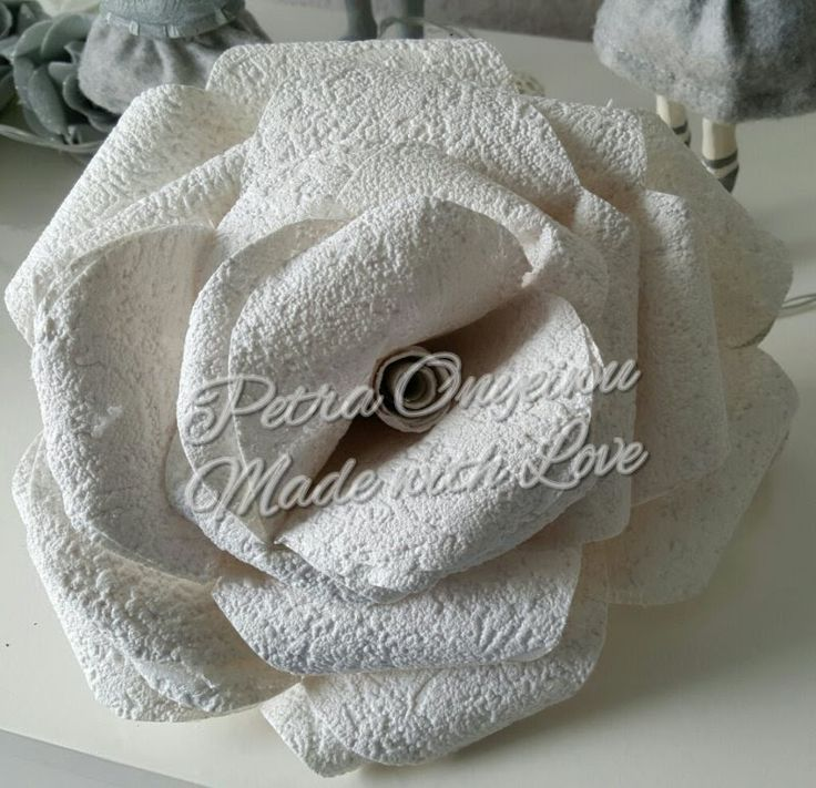 xxl rose aus tapete basteln blumen basteln pinterest. Black Bedroom Furniture Sets. Home Design Ideas