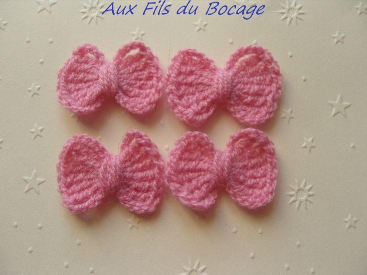 Noeuds roses au crochet en laine , lot de 4 : Ecussons, appliques par aux-fils-du-bocage