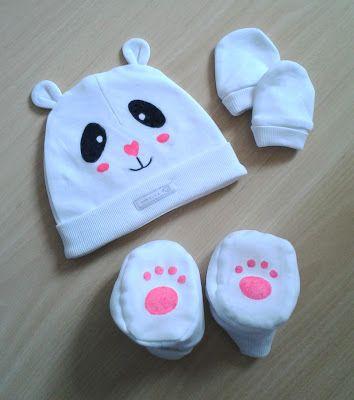 Conjunto de gorro, manoplas y patucos pintados a mano con rotuladores textiles. www.pasandolopipa.blogspot.com