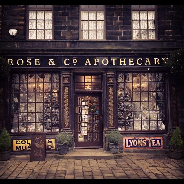 What I wouldn't give to have a shop like this from the outside. So old world enchanting.