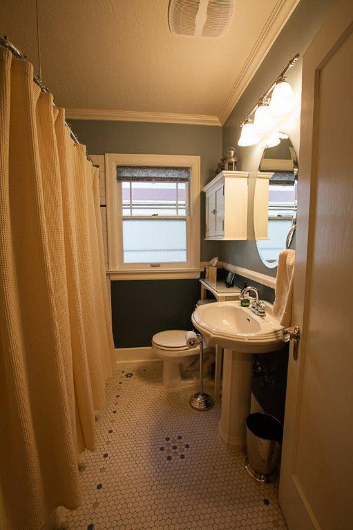 When I first set eyes on this Craftsman Bungalow in Spokane  Washington   built in my heart skipped a beat. 17 Best images about Bungalow Bathrooms on Pinterest   Craftsman