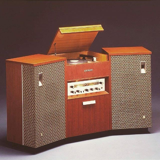 Good Morning !!! . Pioneer PSC-5A . In 1962, Pioneer Introduced the world's first separate stereo system with detachable speakers. This model was extremely successful and became the industry's standard format. .