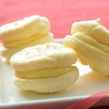Make soft, fluffy cookie sandwiches with refreshing lemon zing. A portion-controlled twist on lemon meringue pie, the cream cheese-filled diabetic dessert is low-calorie, low-fat, and low-carb.