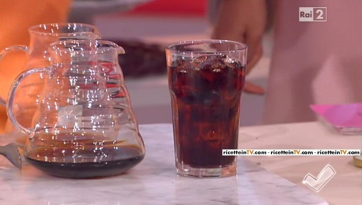 """""""Detto Fatto"""": la ricetta del caffè freddo dell'esperta di caffè Marzia Viotti e il maestro del cappuccino Giovanni Costantino del 26 maggio 2016."""