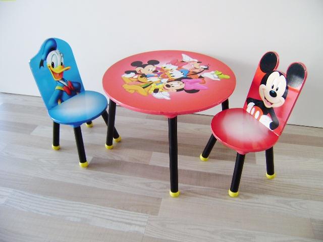 Mesa y sillas Mickey y Donald