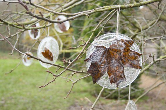 sculture di ghiaccio con i materiali del giardino