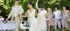 Mariage: cinq idées de jeux pour animer la soirée >>> Plus sur http://www.yesidomariage.com/deco/une-soiree-de-mariage-lumineuse/