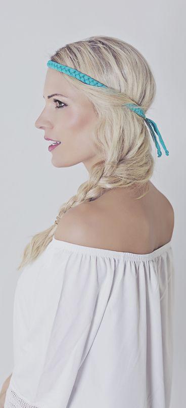 HIPPIE HAARBAND türkis Super bequeme Hippie Haar- bzw. Stirnbänder aus Textilstoff. Sie sind grössenverstellbar, Sie kneifen nicht, Sie machen keine Kopfschmerzen und hinterlassen auch keine Abdrücke auf der Stirn nach dem abnehmen. Du kannst damit tolle Hippie-Frisuren zaubern z.B. für Festivals, für Hochzeiten oder für den Alltag. Für Deinen perfekten und idividuellen HIPPIE-LOOK.