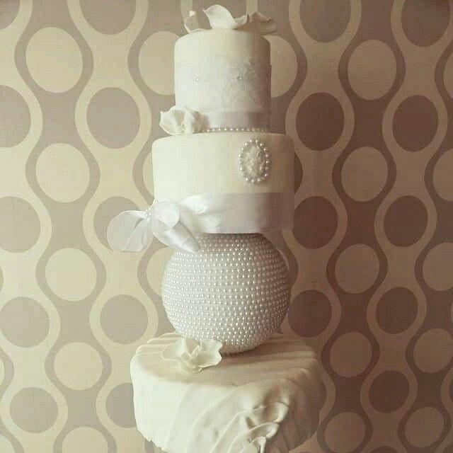 Temporada Novios 2015 #white #modern #cake #weddings #pearls