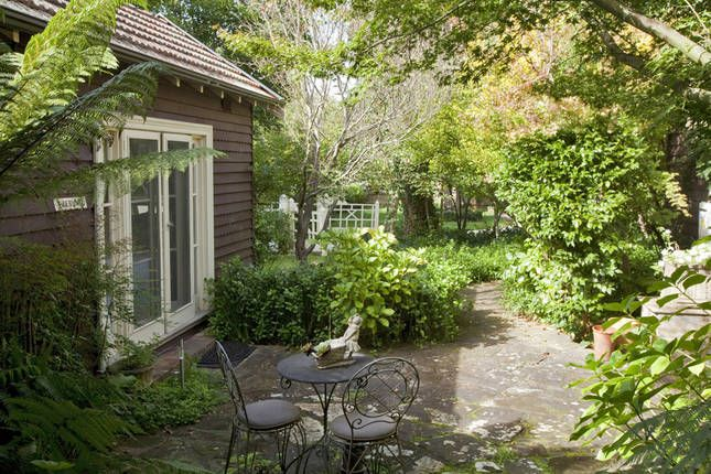 Clubbe Cottage accommodation, a Bowral B&B   Stayz