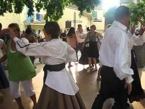 """initiation du public par l'association de quadrille"""" ochju à ochju"""" lors de la foire d'Aregno"""