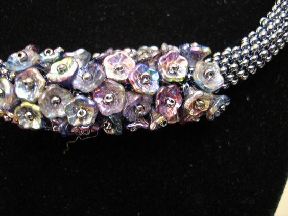 https://www.creadiva.be/c-2971329/patroon-halsketting-met-flower-cups-beads/