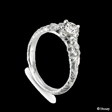 """一人ぼっちだった""""スティッチ""""は、""""リロ""""に出会い大切な家族となっていきます。 ひとりではなく、大切な人がいる・・・ この指輪を見て、大切な人や家族をいつでも感じられますように。"""