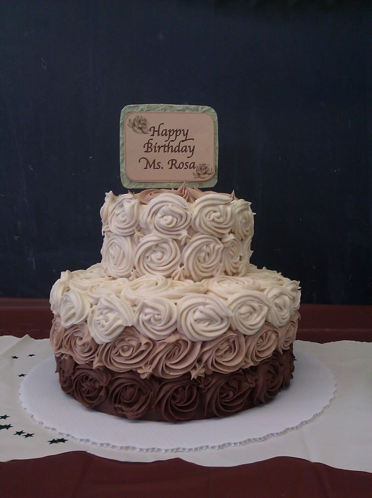 Ombre cake with rosettes layers of coffee soaked for Decoration layer cake