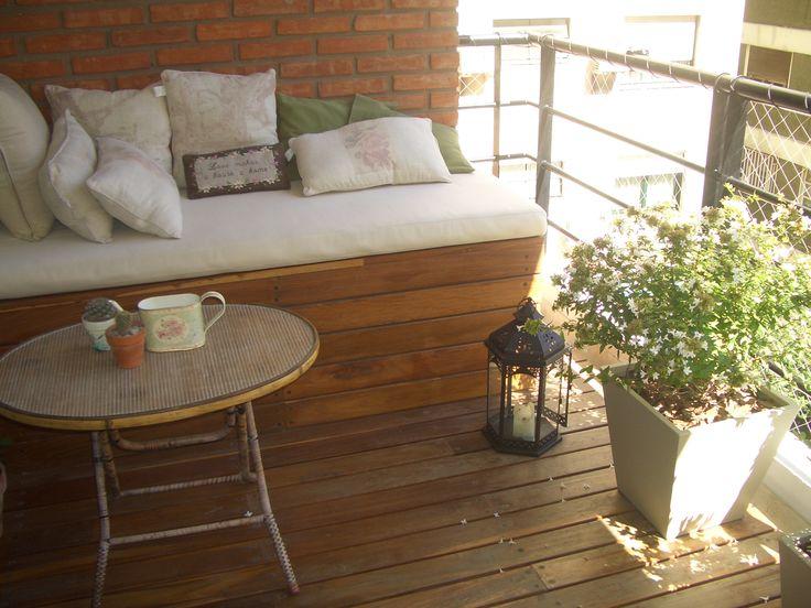Dise o de balc n con deck removible para su f cil limpieza for Sofa baul terraza