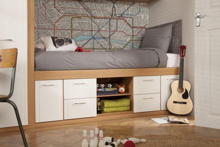 Bett in einer Nische einbauen lassen - mit Schubladen