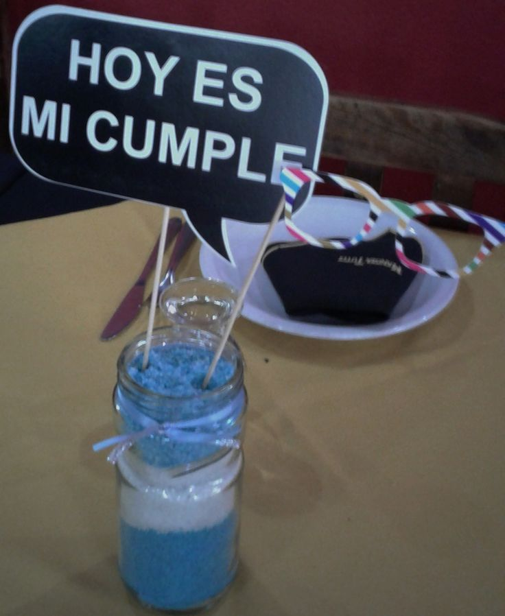 Centros de mesa ... frascos de vidrios decorados  con sales y props.