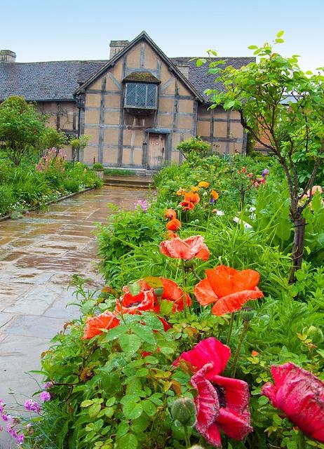 William Shakespeare's birthplace, Stratford-Upon-Avon by davekpcv, via Flickr