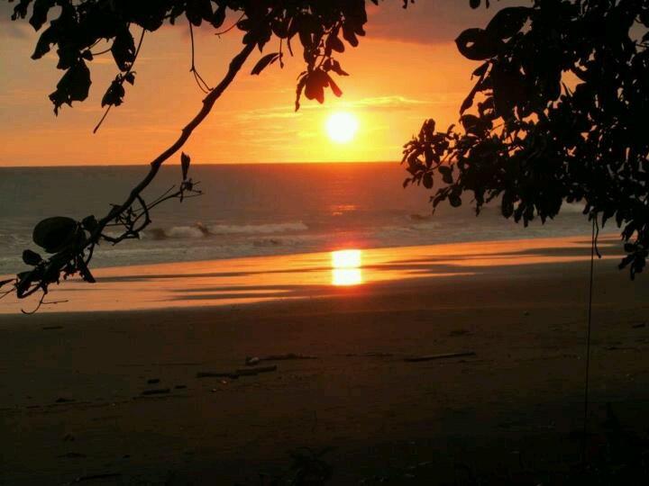 Atardecer en Playa Punta Uvita, Puntarenas, Costa Rica