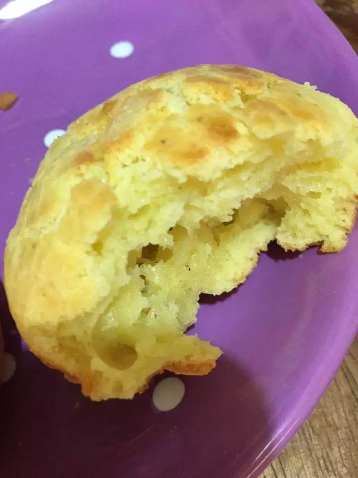 180 gr farina 00  3 uova  100 ml latte  100 ml olio evo  100-150 gr di parmigiano  1 bustina di lievito per torte salate  1 limone  1 cucchiaio di timo  sale e pepe qb.