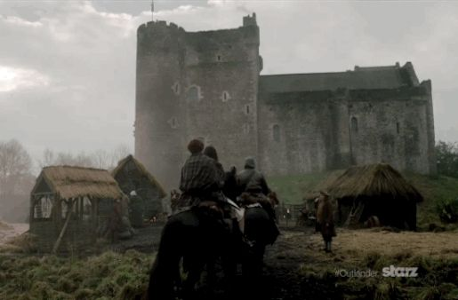 I can't imagine the men of Clan MacKenzie were belting out the last chorus of the road trip favourite 99 Bottles of Beer on the Wall as they rode the final stretch into Castle Leoch at the end of last week's premiere episode of Outlander on STARZ. It was a long couple of days — our Highlanders skirmished with multiple groups of Redcoats, rode all night through forest and glen, and, along the way, picked up a bewildered, bewildering and bossy Englishwoman wearing nothing but her mud-encrusted…