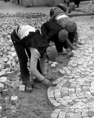 France. Cobblestones, 1936, Paris // Fred Stein...NO matter how old those are....they STILL don't feel good...lol