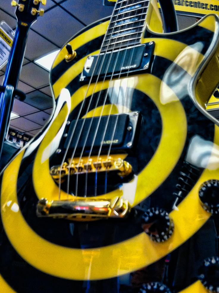 Bulls Eye Guitar Looks Like Zakk Wylde Joined Stryper