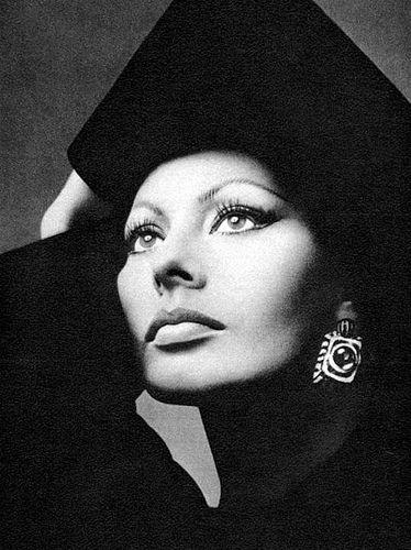 Sophia Loren by Richard Avedon #fashion #photography