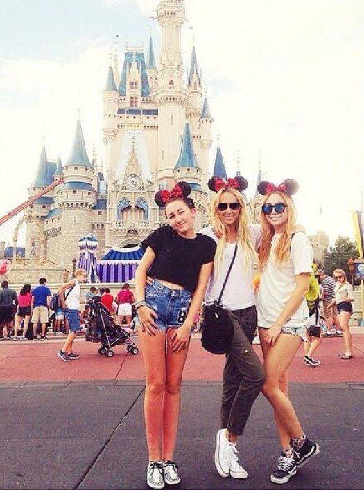 Miley Cyrus' family visits Walt Disney World!