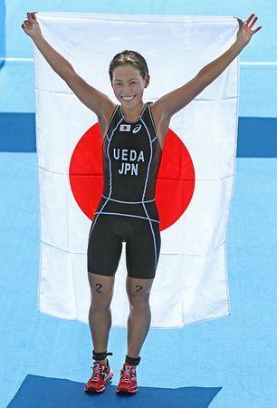 トライアスロン女子で金メダルを獲得し、日の丸を手に喜ぶ上田藍=25日、韓国・仁川 ▼25Sep2014時事通信|上田、「絶対に」の思い実る=アジア大会・トライアスロン http://www.jiji.com/jc/zc?k=201409/2014092500490 #Incheon2014