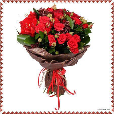 Bouquet of seasonal flowes in red tones